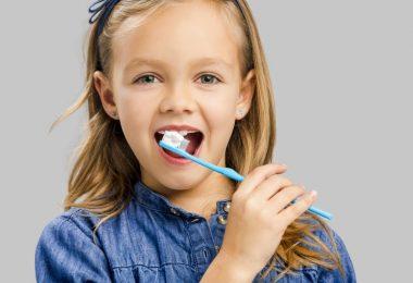 little-girl-brushing-teeth