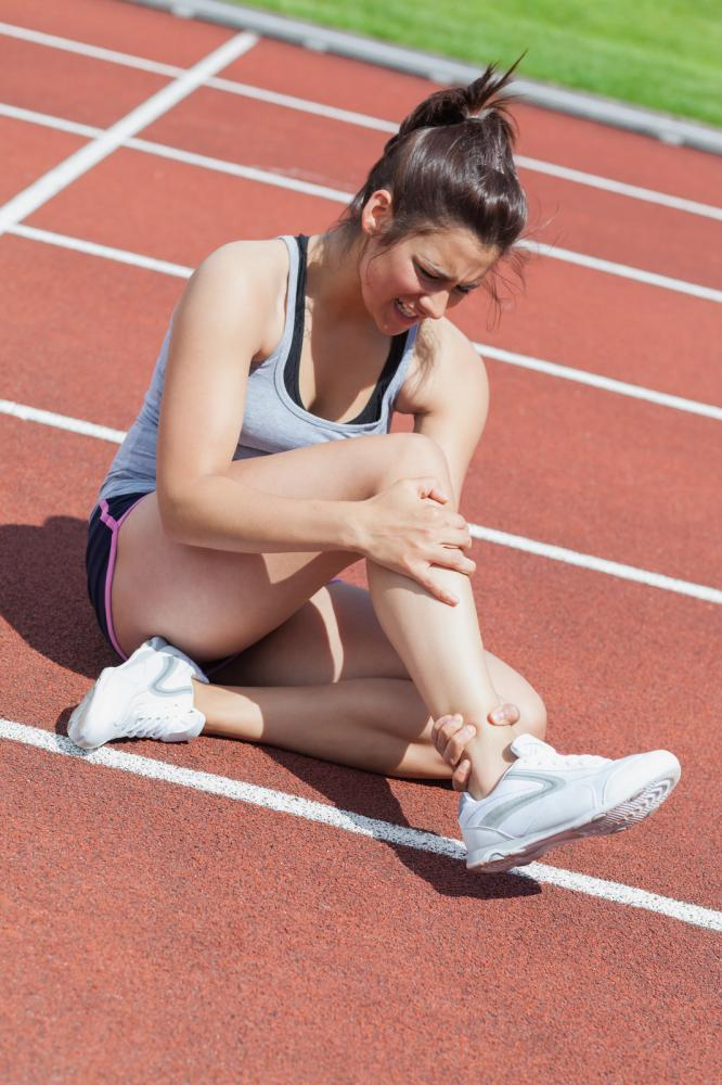 female-runner-with-ankle-injury