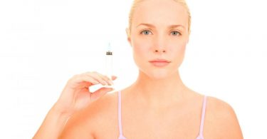 woman-with-syringe-of-botox