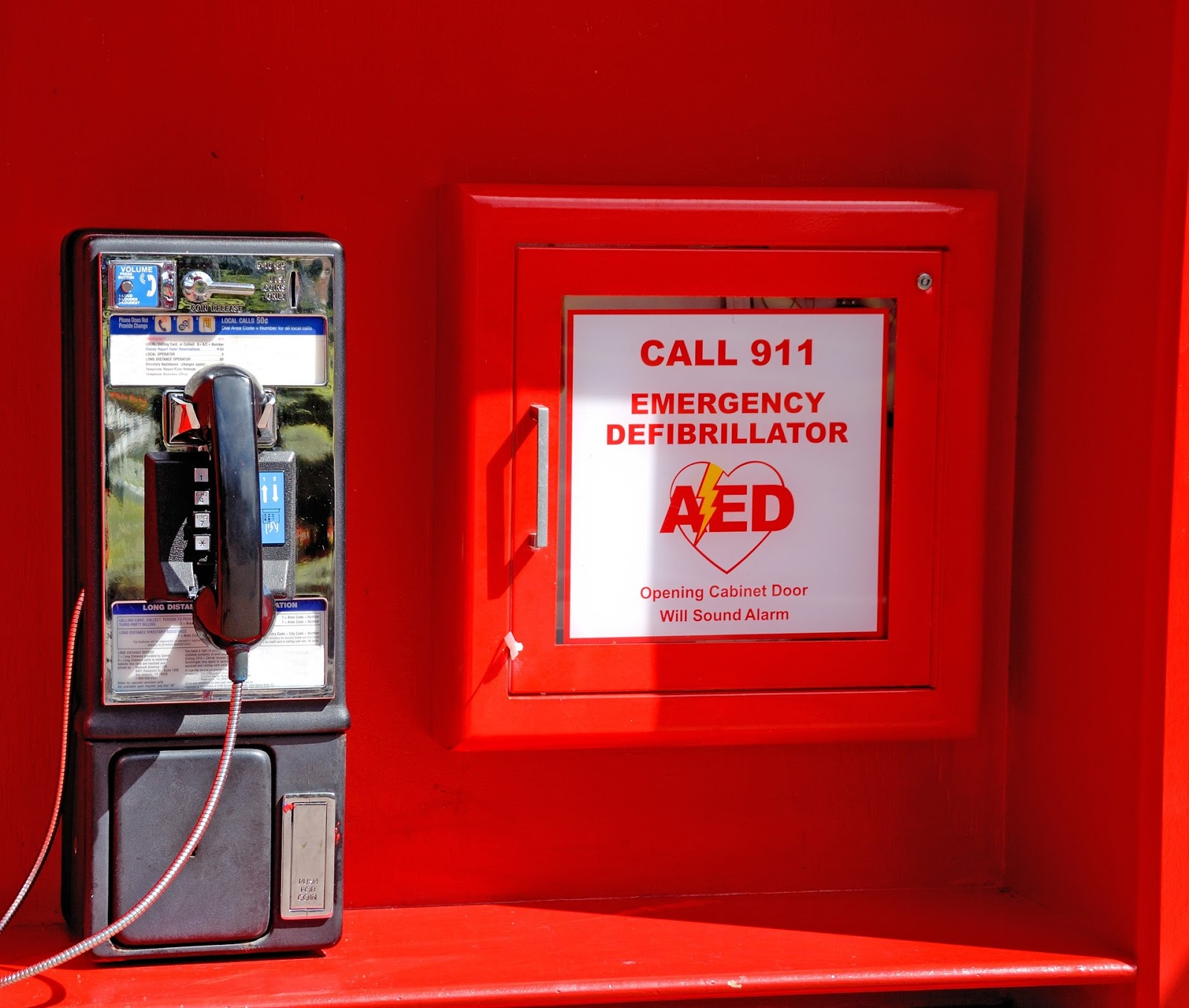 a red AED alarm
