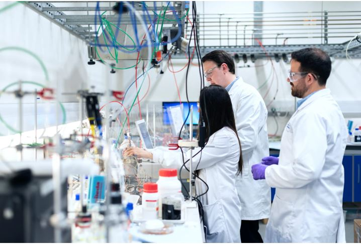 Scientist working in a labScientist working in a lab