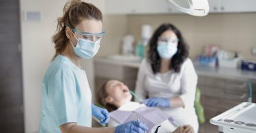 Dentist-woman-with-PPE