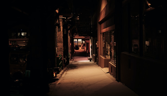 dark alley representing an unsafe route